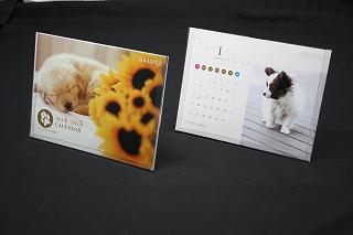 卓上カレンダー屋さんは、オリジナルカレンダーをお客様がつくられたオリジナルデザイン・写真を表紙に使い印刷します。前面